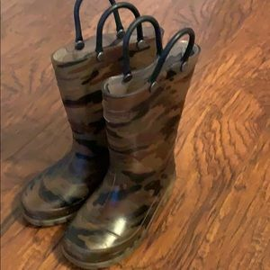 Other - Boys size 8 light up rain boots